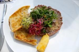 tartare original et sa salade roquette + persil...